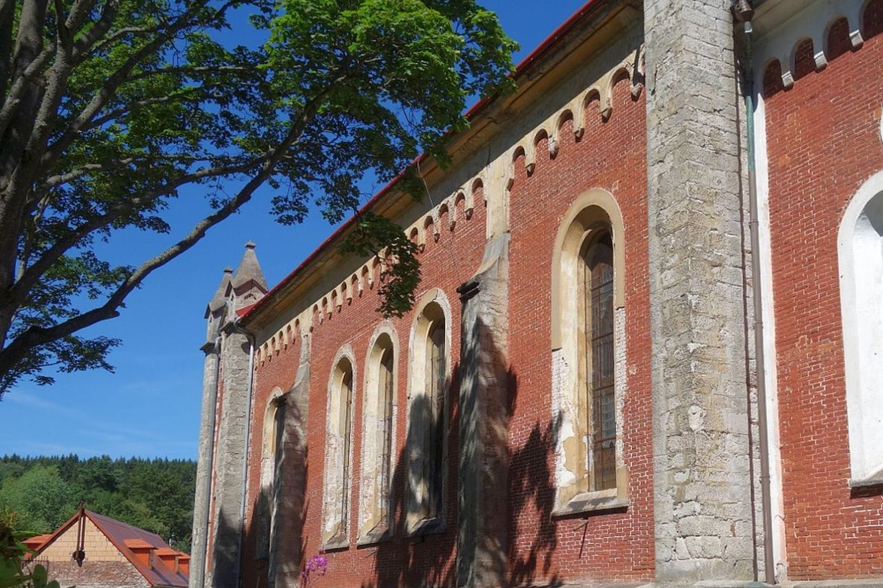 Die St. Katharinenkirche in Schönfeld (Krásno nad Teplou)